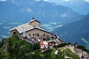 Das Kehlsteinhaus ist ein Berggasthaus über Berchtesgaden, das 1937 bis 1938 von der NSDAP als Repräsentationsgebäude erbaut wurde.